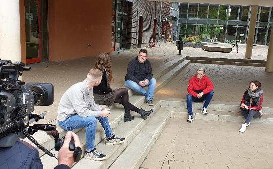 Zeichen-gegen-Mobbing_ZDF-Dreh_Team_im_Dialog